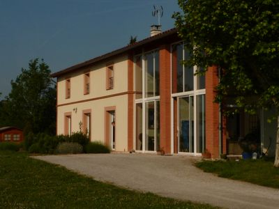 Photo for Close to Toulouse but in nature, quiet. Swimming pool, air conditioning, plancha ...