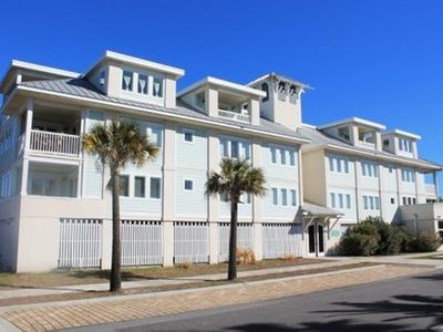 Captain`s Watch - Unit 19 - One Block from the Beach - Free WiFi - Rooftop pool