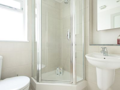 Photo for Bright and Beautiful Bayswater 2 Bed Apartment