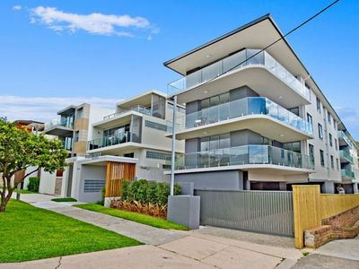 Photo for Highly Stylish Diamond in Diamond Bay - Exclusive Water Suburb