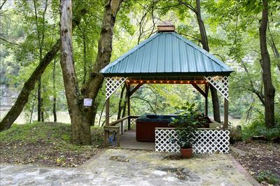 Relaxing hot tub under the gazebo overlooking the Kentucky river