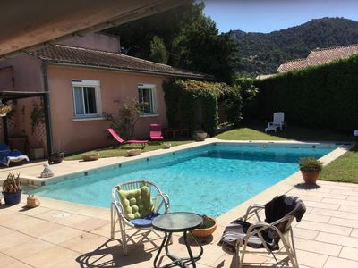 Photo for Pretty Provencal house, with a view of the Luberon, for 8 people