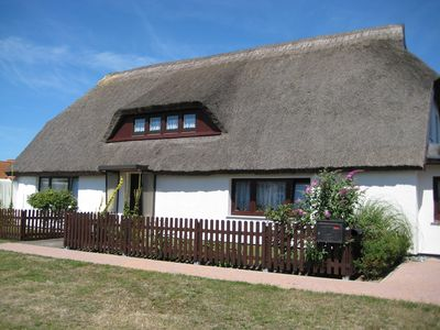 Photo for Holiday apartment under thatched roof, Baltic beach at only 100 m