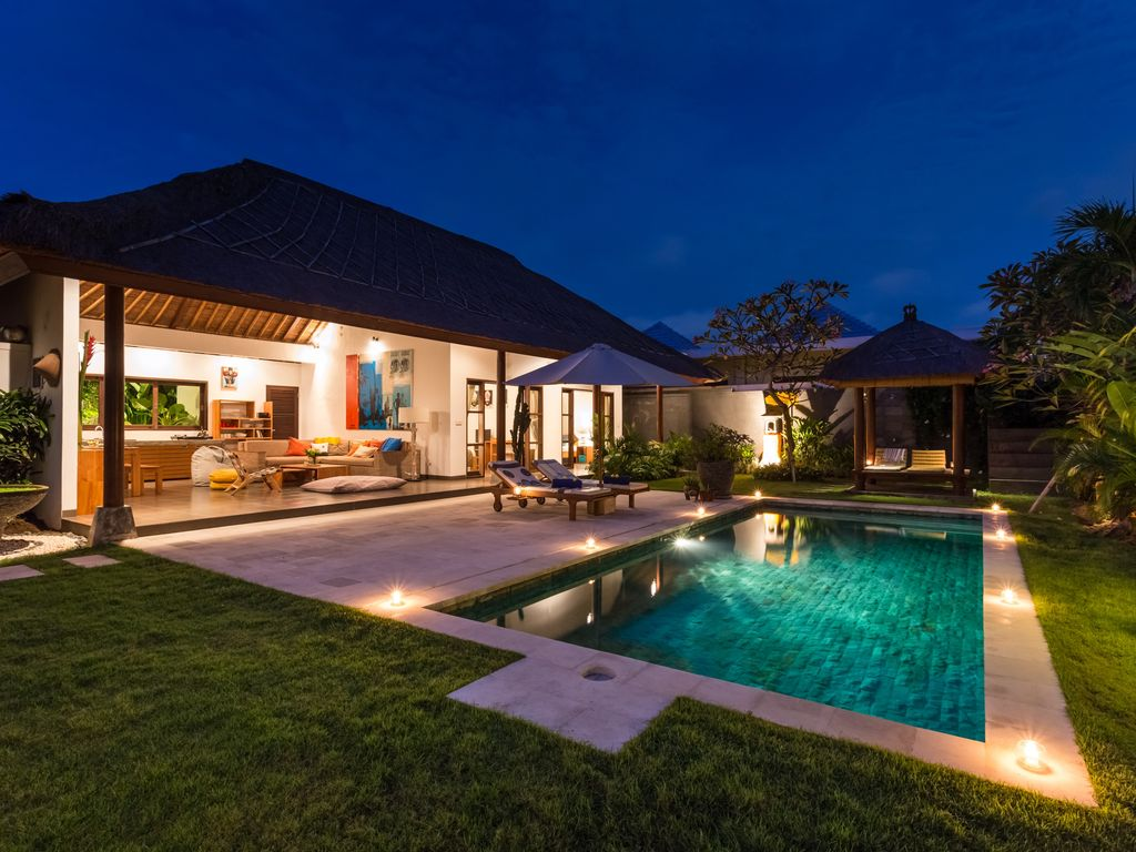 Modern balinese villa ideally located homeaway banjar semer