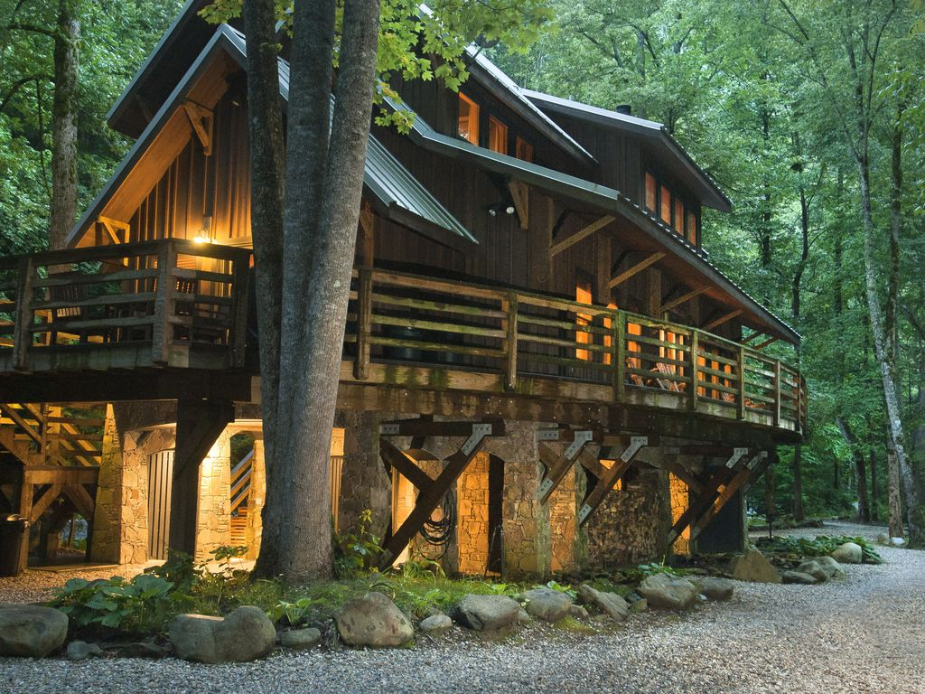 Nantahala riverfront cabin near noc and bryson city for Smoky mountain nc cabin rentals