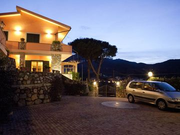independent portion of Villa with breathtaking panoramic views of the sea / mountains