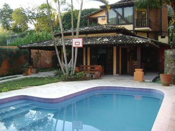 Large house w / pool, high standard, close to the beach and village.
