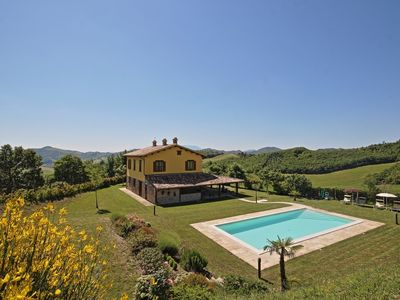 Photo for Holiday home Benessere, cosy farmhouse with swimming pool in the Montefeltro valley