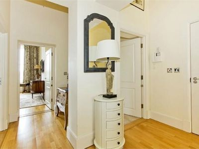 Photo for Elegant apartment in Royal Tunbridge Wells,  under 5 minute walk to town center