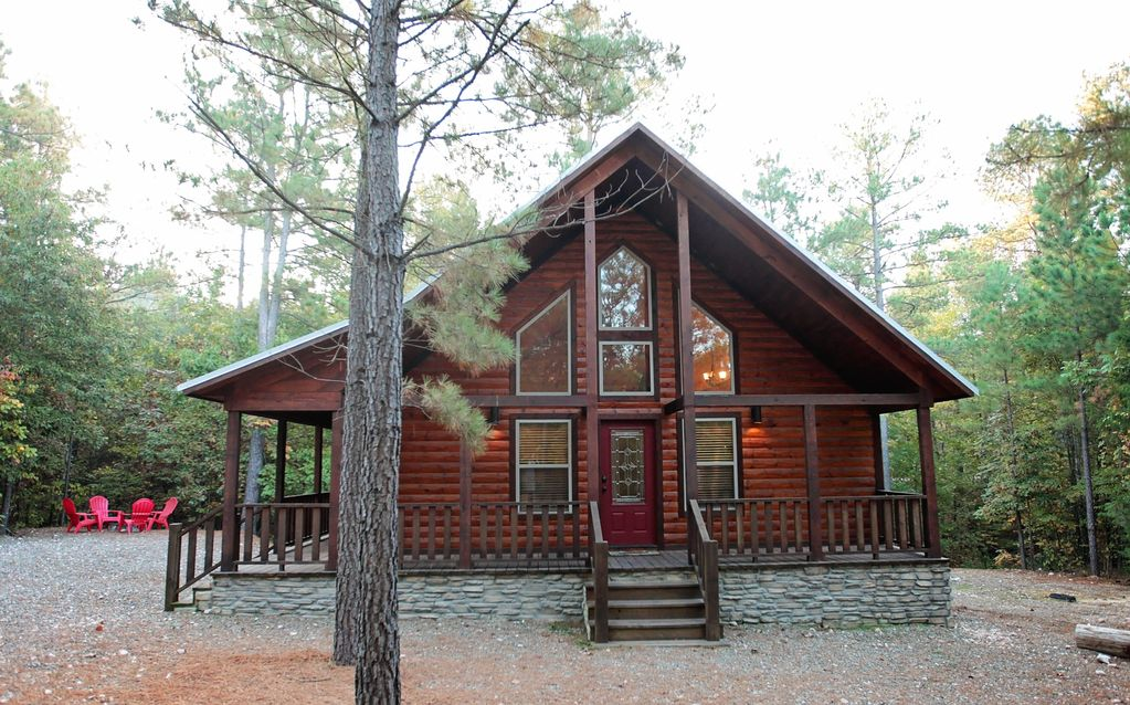 Luxury Cabin, Pets OK! King Bed, Hot Tub, Large Bath, WiFi, Direct TV