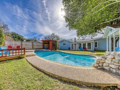 Photo for Beautiful, family-friendly home w/ private pool - close to Six Flags!