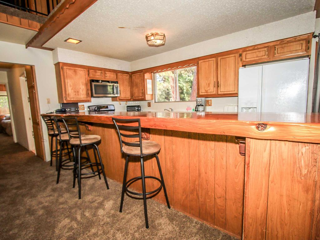 Finch Chalet 4 Bedroom Furnished Cabin Big Bear Lake