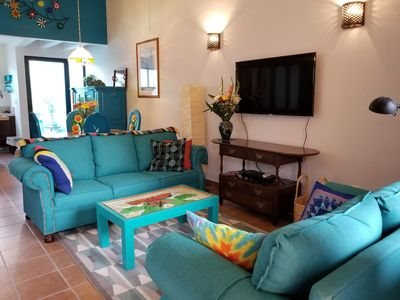 Photo for Comfortable colorful condo. Pool, roof terrace with view. Flat walk to center.