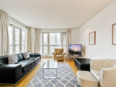 Photo for Stunning 2Bed, 2Bath apt w/Views of Canary Wharf