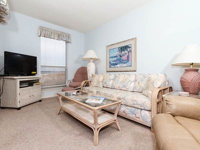 Photo for Cozy tropical condo with beautiful bay views! Washer/dryer in-unit! Pool and gas grills on-site!