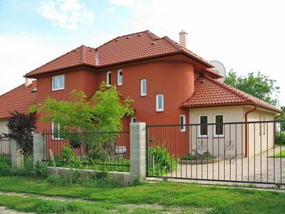 Photo for Lovely apartment for 9 people with WIFI, private pool, TV, balcony and parking