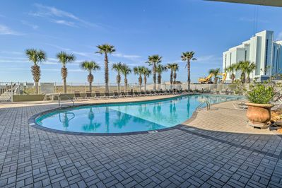 This 2-bed, 2-bath vacation rental condo for 6 is in the Tidewater Condominiums.