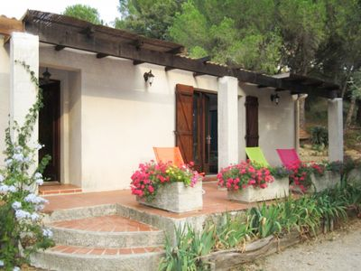 Photo for Detached villa with garden, south of Nîmes, 3 bedrooms, 6 people