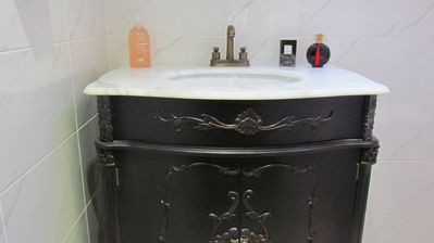 Luxury marble top wash basin in Mr Ralphs bathroom