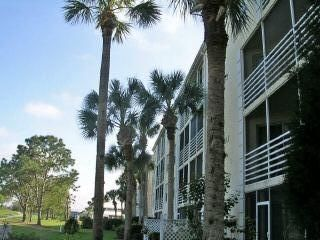 Photo for Lovely 2-BR/2-Bath Condo with Plantation Country Club Social Membership