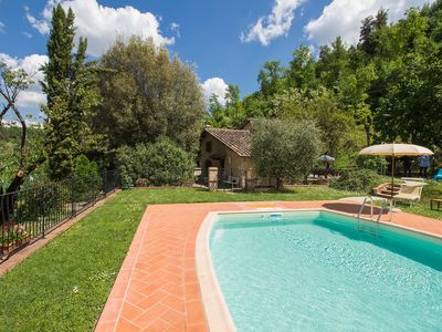 Photo for Private Villa with private pool, WIFI, TV, washing machine, parking, close to San Gimignano