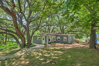 Nestled amidst oak trees, right on Lake LBJ, this home ensures an adventurous stay.