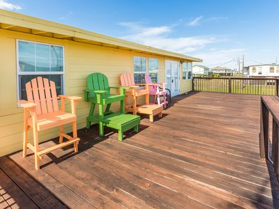 Photo for Nice 3 bedroom walking distance to the beach, fishing, park, trails