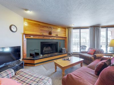 Photo for Spacious condo w/shared hot tub & pool, near the conference center