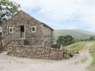 Photo for SKYLARK, pet friendly, with a garden in Longnor, Ref 963228