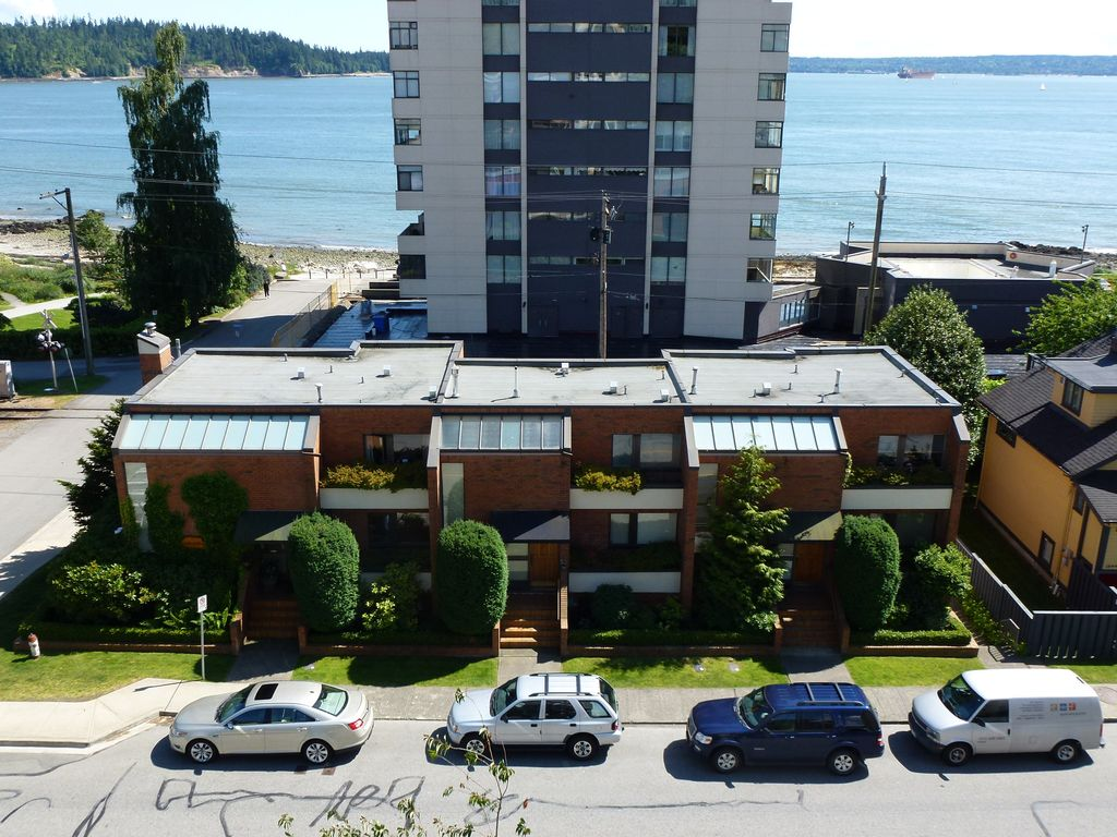 Great Location - Steps From Seawall, Close To Vancouver Yet Not In It.