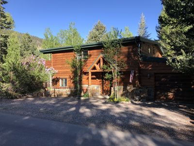 Photo for Charming Aspen Chalet walkable to downtown
