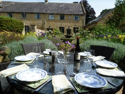 Photo for 3 Double Bed Historic Cotswold Cottage in central Broadway