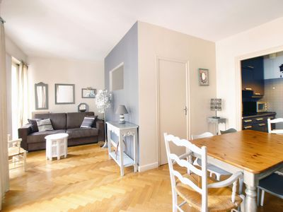 Photo for Bright 1BR apartment in the heart of the city
