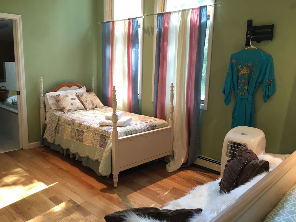 Amy's lake house master bedroom !