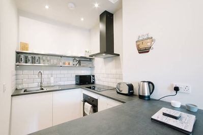 Brand New Fully Equipped Kitchen with Breakfast Bar