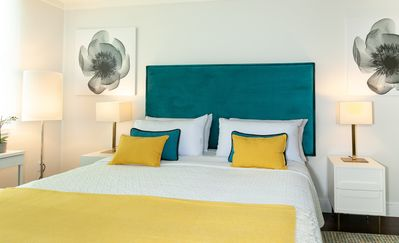 BUSINESS KING DOUBLE ROOM, SMART TV, FREE PARKING, GYM, POOL, PRIVATE WI-FI