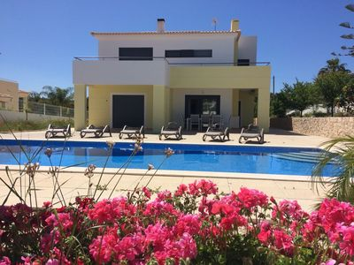 Photo for Beautiful and quiet villa with swimming pool 10min from Alvor and Alvor beach