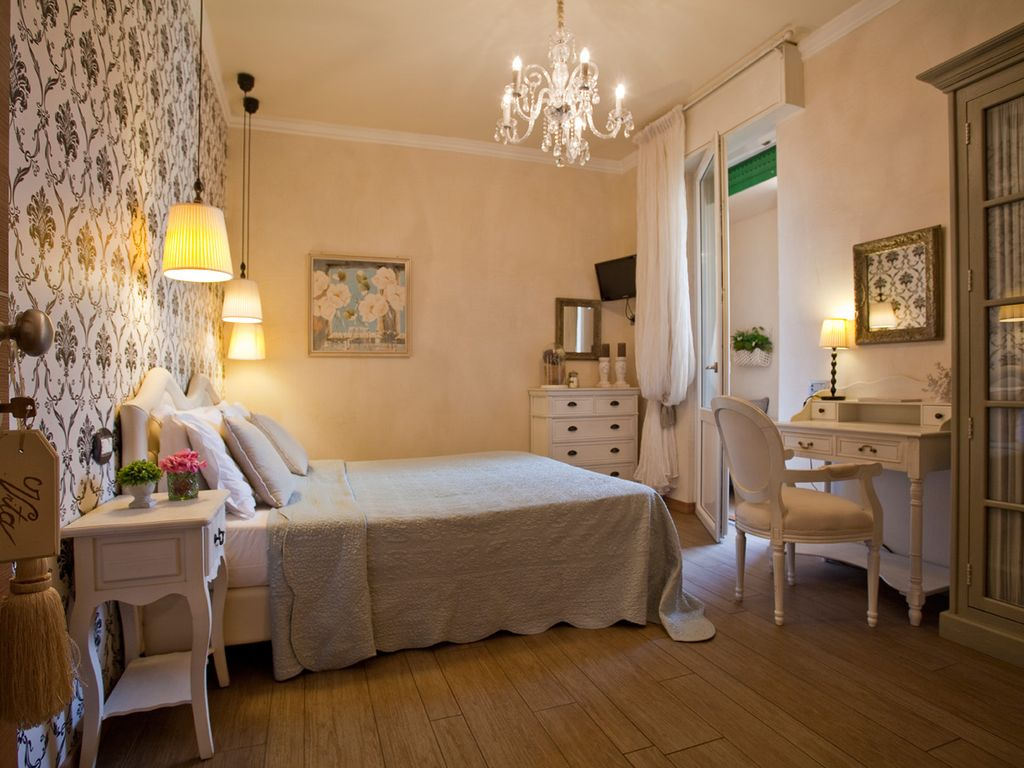 LA DOLCE VITA, Charming, Luxurious 2 Bedrooms, 2 Bathrooms In The Old City