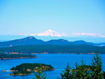 Photo for Exceptional Views of Gulf Islands, Active Pass and impresive Mount Baker Glacier