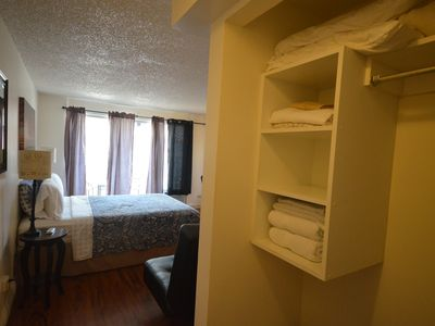 Photo for 403A CLEAN, 2 MINS FROM BEACH!!