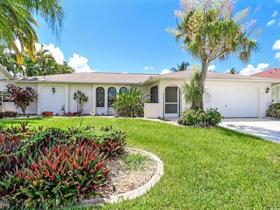 Photo for Happy Days 1041 SE Cape Coral, 3b 2ba Pool Home, Gulf Access solar heated Pool, Boat Dock and Lift