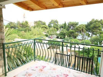 Photo for One bedroom apartment near beach Bol, Brač (A-13413-e)