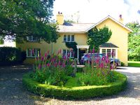 Fabulous house in fantastic grounds great for any gathering ! FAB hot tub!!