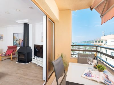 "Photo for Cosy Holiday Apartment ""Mariners"" with Seaview, Balcony, Air Conditioning & Wi-Fi"
