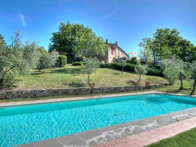Photo for Beautiful apartment with internet, private pool, A/C, TV and parking, close to Florence