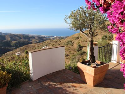 Photo for SUPER LOCATION AND STUNNING VIEWS TO THE SEA AND MOUNTAINS. LOVELY POOL