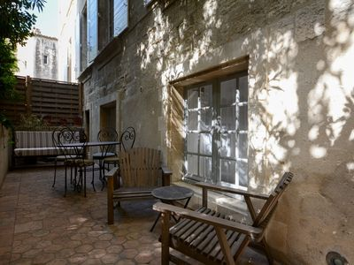 Photo for Charming 2 rooms at the foot of the palace, quiet, tree-lined terrace