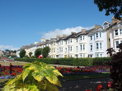 Photo for 4* Seafield Apartment, 2 minutes walk from beautiful beach & shops.