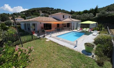 Photo for Villa classified 4 *, secured pool, prox. beaches, 175m2, 5ch, shaded terrace