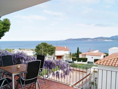 Photo for Nice apartment well-appointed, spacious and sunny for 4/5 persons.LLançà,